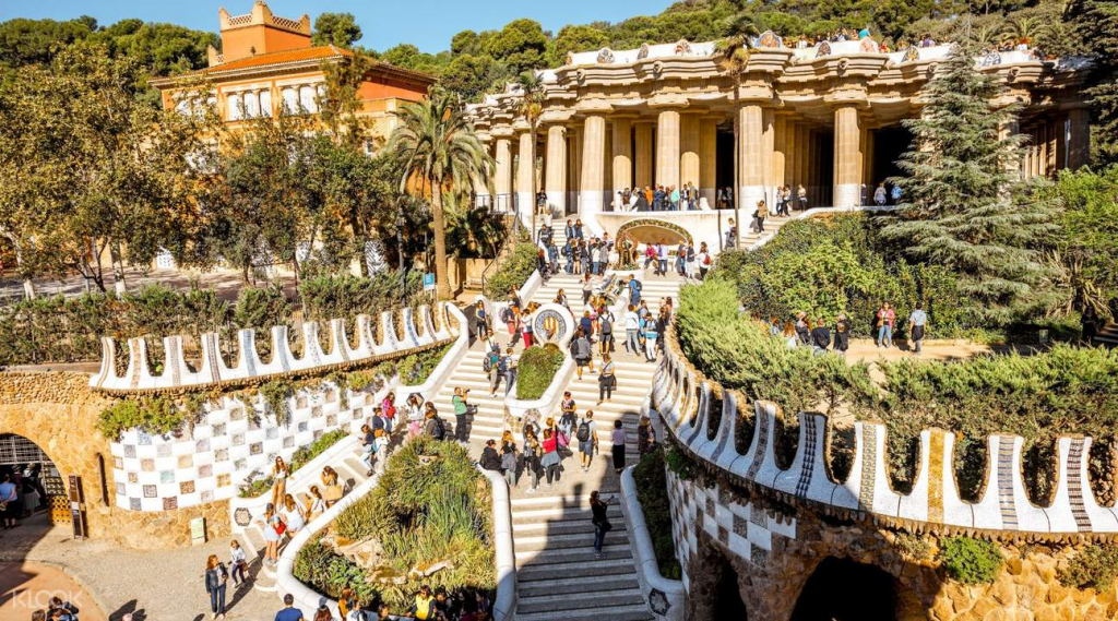 10 Great Places To See In Barcelona